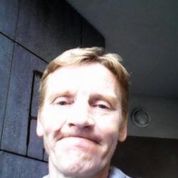 Молодой, послушный парень ищет взрослую девушку в Иванове