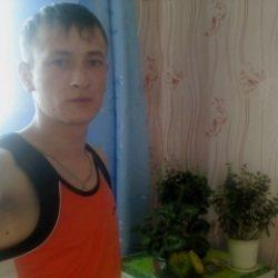 Молодой парень ищет девушку в Иванове для жарких свиданий